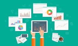 Los Analytics representan gráficamente y el negocio del seo en el dispositivo móvil Imagen de archivo libre de regalías