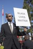 Los Angeles, Califórnia, EUA, o 19 de janeiro de 2015, 30o Martin Luther King Jr anual Parada do dia do reino, preto L do sinal d Imagem de Stock Royalty Free