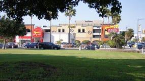 LOS ANGELES, CALIFORNIË, de V.S. - OCT negende, 2014: Buitenteken van een in-n-uit Hamburgerrestaurant bij internationaal Royalty-vrije Stock Foto's