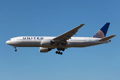 United Airlines Boeing 777-200 Stock Photography