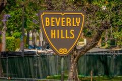 Los Angeles, California, U.S.A., 15 GIUGNO, 2018: Chiuda su dello schermo di Beverly Hills su Santa Monica Boulevard questi immagine stock