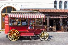 LOS ANGELES, CALIFORNIA/USA - 10 AOÛT : Chariot de nourriture près de l'oto-rhino Photographie stock libre de droits