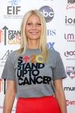 Gwyneth Paltrow chega no suporte 2012 até o benefício do cancro fotografia de stock