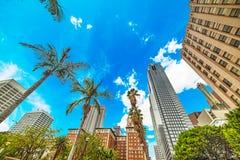 Los Angeles du centre sous un ciel bleu photos stock