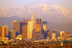 Los Angeles e o San Gabriel Mountains imagem de stock royalty free