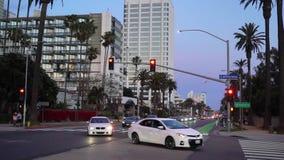 LOS ANGELES, LOS E.E.U.U. - 11 DE MAYO DE 2019: Camino cerca de la playa de Santa Monica y de Venecia metrajes