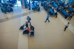 LOS ANGELES, EEUU, JANUARY, 29, 2018: Unidentified people sitting in the chairs waiting inside of the airport for. Departure flights, of the Los Angeles stock photography