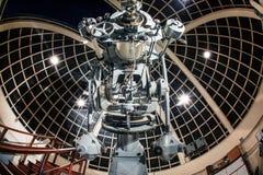 LOS ANGELES, EUA - em dezembro de 2016: Uma vista impressionante de um 12-Inch Zeiss que refrata o telescópio em Griffith Observa imagem de stock