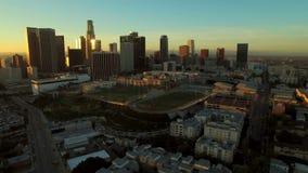 Los Angeles flyg- i stadens centrum Cityscapesoluppgång arkivfilmer