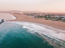Los Angeles flyg- soluppgång vid havet royaltyfri fotografi