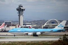 Los Angeles flygplatsflyg - KLM Boeing 747-400 Royaltyfri Bild