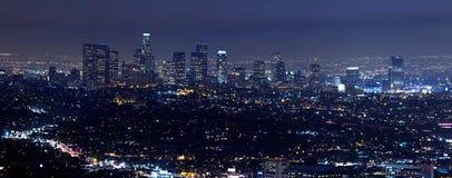 Los Angeles horisont på natten Arkivfoton