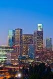 Los Angeles horisont på skymningen Arkivfoto
