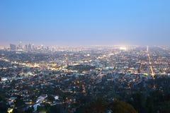 Los Angeles horisont som är i stadens centrum på natten Royaltyfria Foton