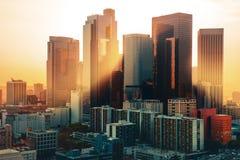 Los Angeles i stadens centrum horisont på solnedgången royaltyfria bilder