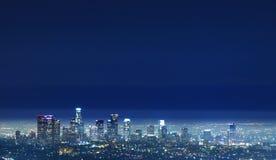 Los Angeles - i stadens centrum nattsikt för LA från Griffith Royaltyfri Bild