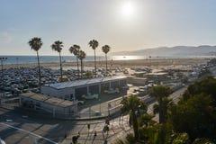 Los Angeles, Kalifornia/, usa - Maj 21, 2015: Snata Monica wyrzucać na brzeg widok od mola podczas zmierzchu zdjęcie royalty free