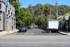 Los Angeles, Kalifornia, usa 03 31 2017 zmierzchu bulwar i N sierra Bonita aleja z Hollywood wzgórzami w tle Obraz Royalty Free