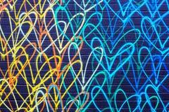 Los Angeles Kalifornien, USA - Januari 5, 2019: Färgrika hjärtagrafitti på väggen royaltyfri fotografi