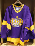 The Los Angeles Kings jersey on display at NHL store Royalty Free Stock Photography