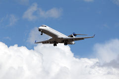 (Bombardiere preciso unito CRJ-701 di linee aeree di SkyWest) Fotografia Stock Libera da Diritti