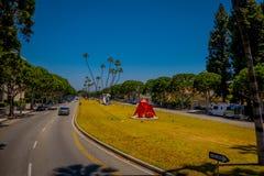 Los Angeles, la Californie, Etats-Unis, AOÛT, 20, 2018 : Vue extérieure des voitures en Beverly Hills au centre municipal sur Rex images stock