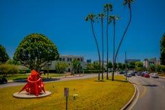 Los Angeles, la Californie, Etats-Unis, AOÛT, 20, 2018 : Vue extérieure des voitures en Beverly Hills au centre municipal sur Rex image stock