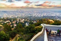 LOS ANGELES, MAJ - 25: Ludzie spojrzenia Los Angeles od Griffith Obs Zdjęcie Stock