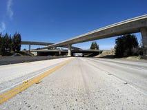 Los Angeles motorvägar i San Fernando Valley Arkivfoton