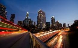 Los Angeles occupée la nuit image stock