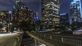 Los Angeles op 4de Straat pan-omhoog stock video