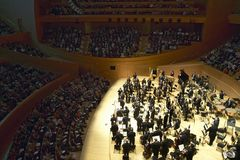 The Los Angeles Philharmonic orchestra performing at the new Disney Concert Hall, designed by Frank Gehry Stock Image