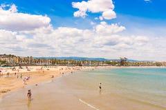 LOS ANGELES PINEDA HISZPANIA, CZERWIEC, - 6, 2017: Linii brzegowej Costa Dorada, plaża w losie angeles Pineda, Tarragona, Catalun Zdjęcie Royalty Free