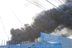 Los Angeles skrotenbrand 2016 putsar rök Arkivbild