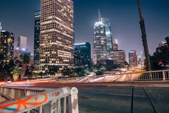 Los Angeles-Skyline über Landstraße 101 Stockbilder