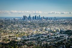 Los Angeles-Skyline - einladende Stadt von 2028 Olympics stockfotos