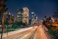 Los Angeles-Skyline von einer Überführung der Landstraßen-101 Lizenzfreies Stockfoto