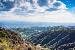 Los Angeles som ses från den Bronson kanjonen royaltyfri bild