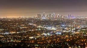 Los Angeles som ses från Griffith Observatory på natten royaltyfria foton