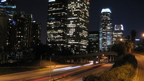 Los Angeles-Stadt-Verkehrs-Nacht stock video