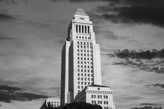 Los Angeles urząd miasta z wschodu słońca niebem w Czarny I Biały fotografia stock