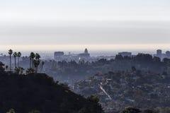 Los Angeles urząd miasta i drzewka palmowe fotografia stock