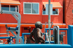LOS ANGELES, USA - AUGUST 5, 2014 - excercise of black man in muscle beach  in venice beach Royalty Free Stock Image