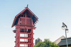 Los Angeles USA - Augusti 8, 2016: Liten Tokyo watchtower på det lilla Tokyo historiska området , berömt dragningsställe för lopp Royaltyfri Bild