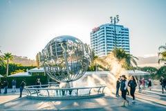 LOS ANGELES USA - mars, 2018: Jordklot för universella studior på ingången in i de universella studiorna Hollywood Park, royaltyfria foton