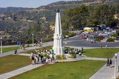 Los Angeles USA, monument till de stora astronomerna på Griffith Observatory royaltyfri foto