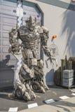 Los Angeles - USA, Oktober, 3: Man i dräkten av Megatron royaltyfri fotografi