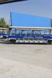 Los Angeles - USA, Oktober, 2: Utfärdblått bussar anseende i F royaltyfri foto