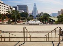 Los Angeles USA, 2016:02: Tusen dollar 28 parkerar och stadshuset i i stadens centrum Los Angeles Royaltyfri Foto