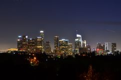 Los Angeles van de binnenstad bij Nacht - Weergeven van Hemels Park stock afbeeldingen